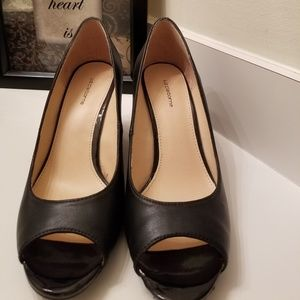 Liz claiborne black wedge heels